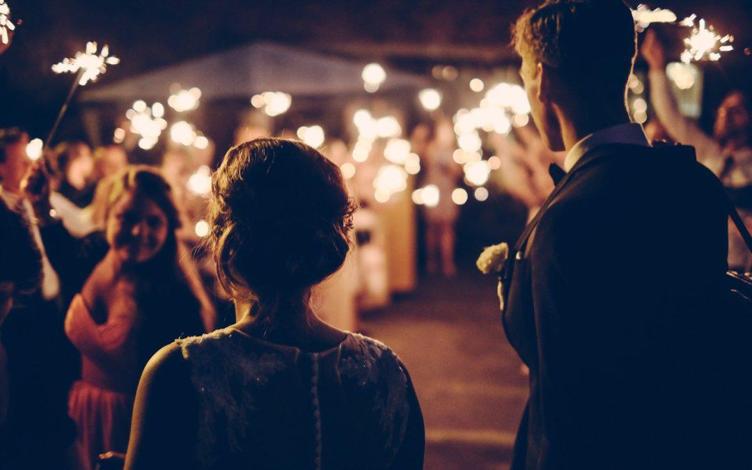 Sorprender a los novios en una boda